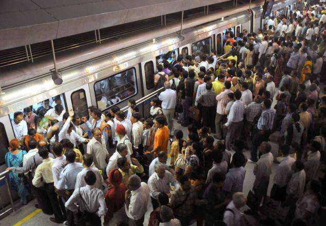 METRO_CROWD_IN_DELHI_14828f