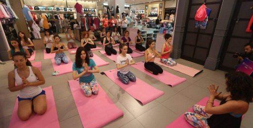 yoga-etkinligi-seyma-ozcan-aeropostale-cizenbayan-kanyon