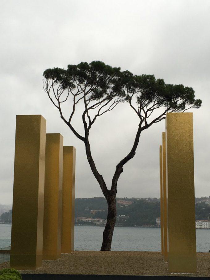 akbank-sanat-zero-sergisi-sakip-sabanci-muzesi-gold