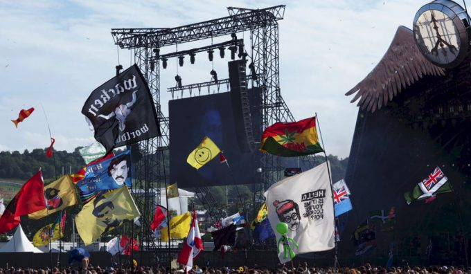 glastonbury-pyramid-stage-2015