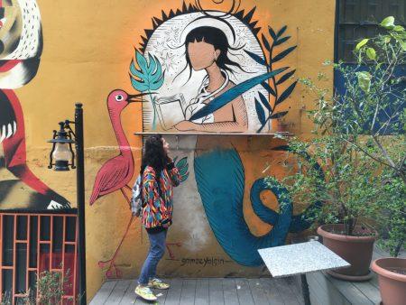 gamze-in-front-of-her-mural-galata-serdar-i-ekrem-cizenbayan