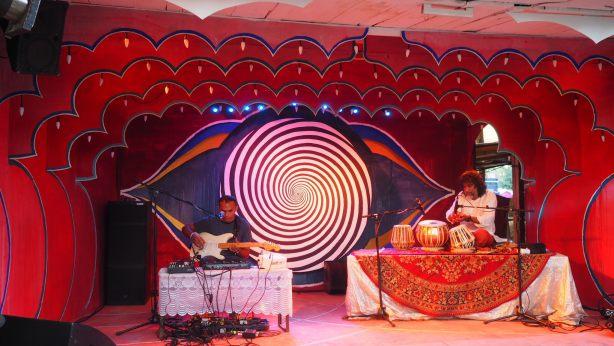 ekin-farfara-fusion-tabla-guitar-kolkata-live