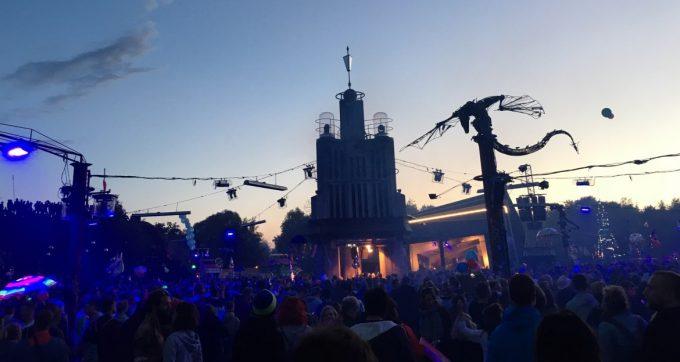 turmbuhne-lights-fire-show-fusion-festival