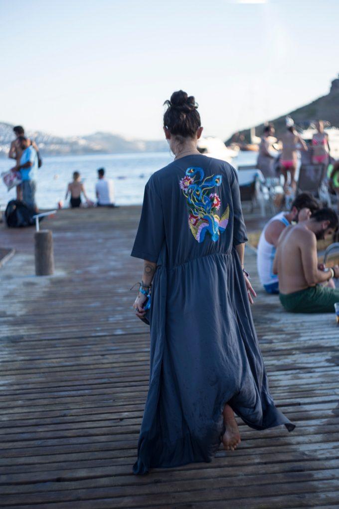 music_blogcizenbayan-gri-kimono-chillout-bodrum