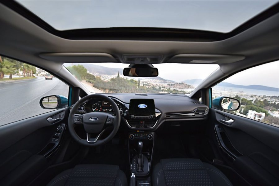 2017-ford-fiesta-interior